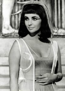 elizabeth taylor in cleopatra famous movie wigs